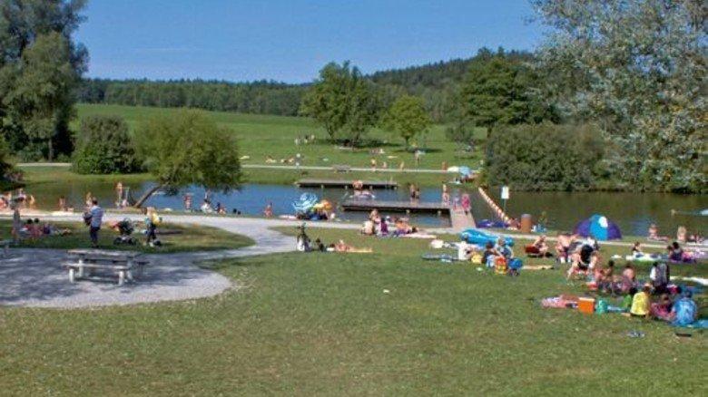 Viel Platz: Die weitläufigen Rasenflächen am Aichstruter Stausee. Foto: Stadt Welzheim