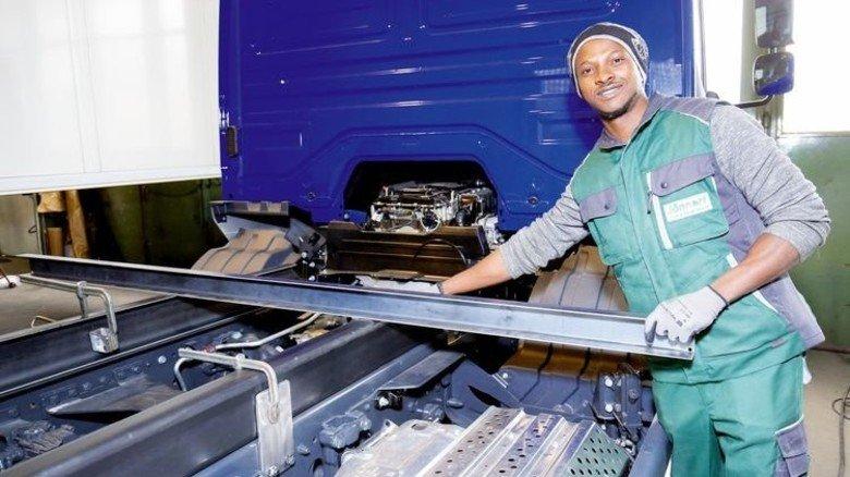 Motiviert: Der Afrikaner Mohamed Kondeh lernt bei der Firma Jännert in Kirchheim. Foto: Werk