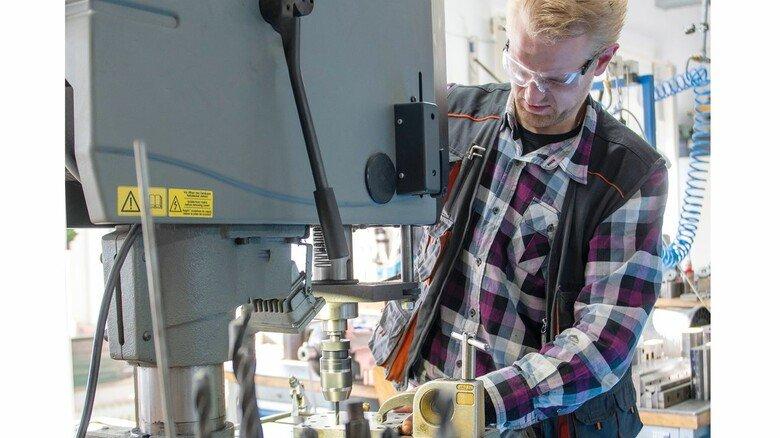 Werkzeugbau: Maschinenbautechniker Mario Walkowiak kümmert sich um rund 400 Werkzeuge.
