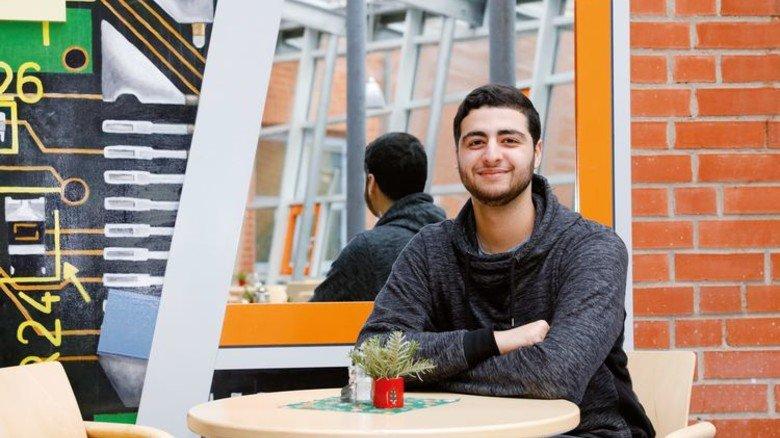 Freude über neue Perspektiven: Ahmed Khoshnau wird im Mai volljährig und absolviert derzeit die Orientierungsphase des Nordchance-Programms. Sein Ziel: eine Lehre bei Caterpillar Motoren. Foto: Mischke