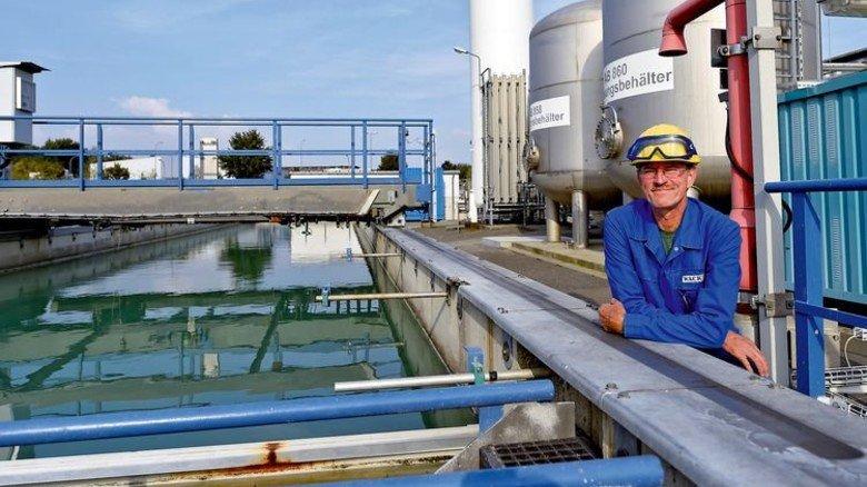 Abwasser-Chef: Seit 1999 leitet Chemiker Klaus Böttcher das Klärwerk am Standort. Foto: Meinicke