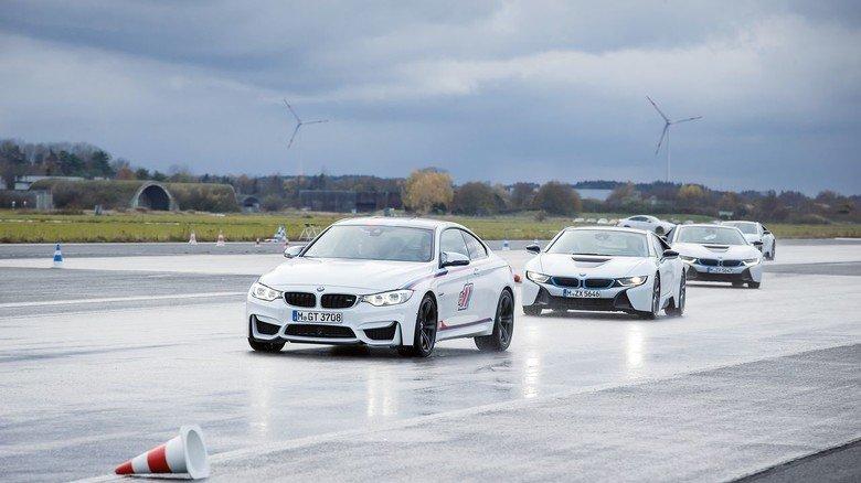 Rasant: Die Strecke für die Fahrtrainings von BMW befindet sich auf einem ehemaligen Flughafengelände.