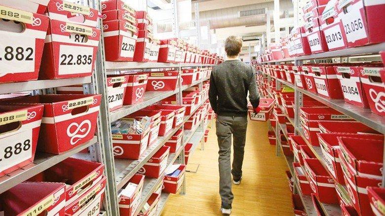 Pillen per Post: Blick in die Logistik einer Versandapotheke. Foto: DPA