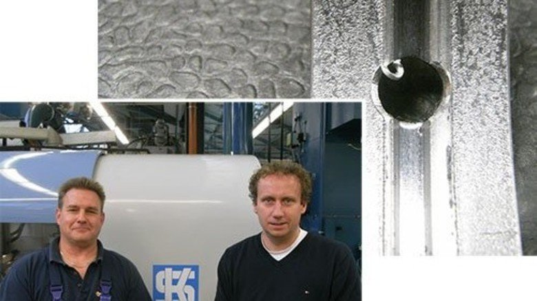 Beispiel KS Gleitlager: Dieser Grat entfällt! Das schlugen Berthold Hieronimus (links) und Frank Schlereth vor. Fotos: Werk