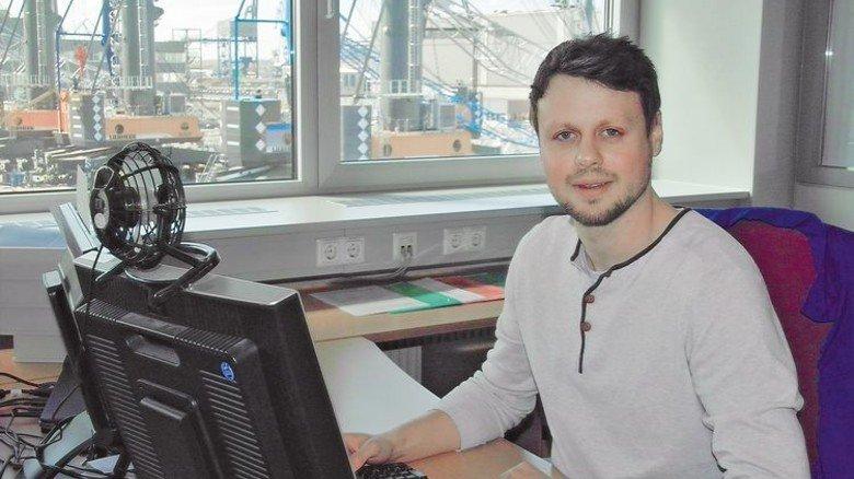 Innendienst: Der 27-jährige Ingenieur an seinem Schreibtisch. Foto: Schwandt