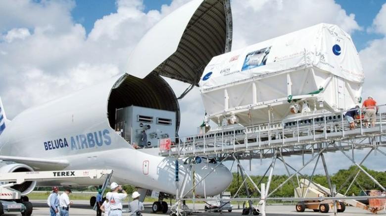 Kostbare Fracht: Columbus auf dem Weg zum Kennedy-Space-Center in Florida, wo 2008 der Start erfolgte. Foto: NASA