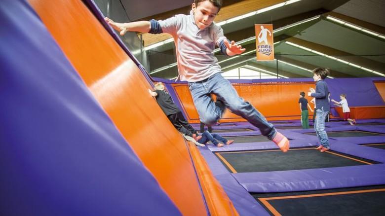 Gutes Training auch für Kids: Kinder lieben das Springen in den Trampolin- Hallen. Foto: Jump House-Anna-Lena Ehlers