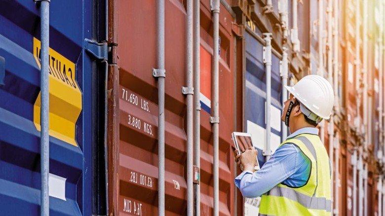 Container-Kontrolle: Exporte sind ein wichtiger Wachstumstreiber für die deutsche Wirtschaft. Foto: Adobe Stock