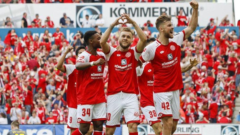 Profis mit Verbindung zur regionalen Wirtschaft: Der Bundesligist Mainz 05 pflegt auch über den Platz hinaus enge Verbindungen zum Hauptsponsor Profine.