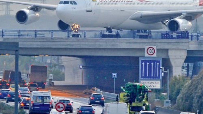 Hier ist es eng: Die A 3 auf Höhe des Frankfurter Flughafens. Foto: dpa
