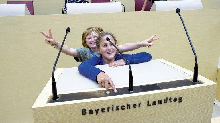 Hier wird Politik gemacht: Schüler bei einem Besuch des bayerischen Landtags.