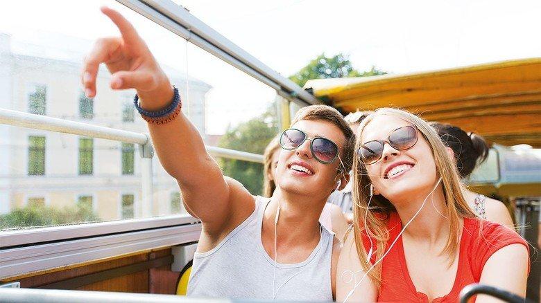 Genuss fürs Ohr: Per App lassen sich Besichtigungstouren für viele bayerische Städte kostenfrei auf das Smartphone laden. Wer keins hat, kann sich gegen eine kleine Gebühr in der Touristeninformation einen iPod mit der Tour ausleihen.