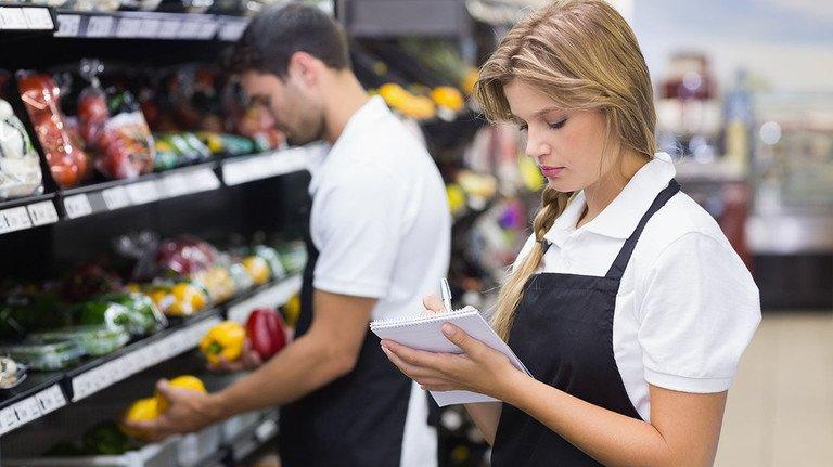Arbeit im Supermarkt: Vor allem Teilzeitkräfte profitieren von der Reform.