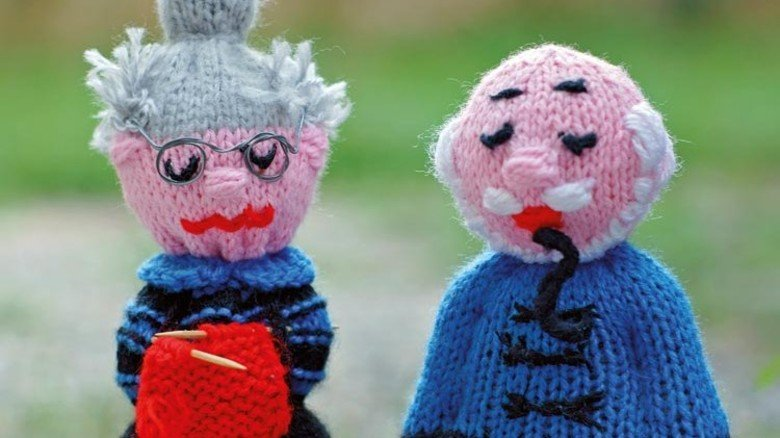 Pflegekosten: Da muss eine alte Frau lange für stricken. Foto: Plainpicture