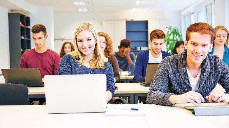Moderner Unterricht: Für Laptop oder PC bekommen Stipendiaten einen Zuschuss. Foto: Fotolia