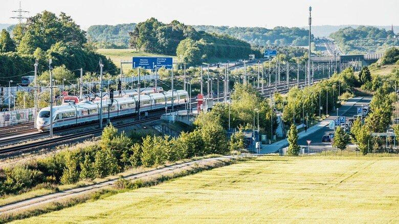 Unter Hochspannung: Eine elektrifizierte Bahnstrecke muss gesichert werden.