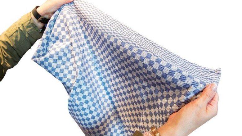 Klassiker: Die selbst gewebten Grubentücher werden im Museumsladen verkauft. Foto: Straßmeier