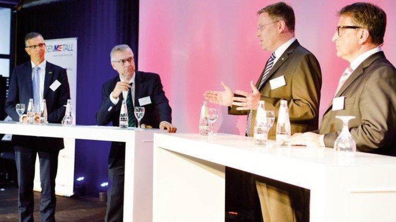 Impulsrunde E-Mobilität: Schunk-Chef Arno Roth, Moderator Stefan Schröder, Opel-Mann Christian Müller und Wolfgang Niedziella, VDE-Prüfinstitut (von links). Foto: Scheffler