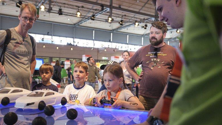 Faszination Rennsport: Bei Goodyear tauchten die Besucher  der IdeenExpo in die Welt der schnellen Autos ein – und lernten, dass auch Reifen Hightech-Produkte sind.