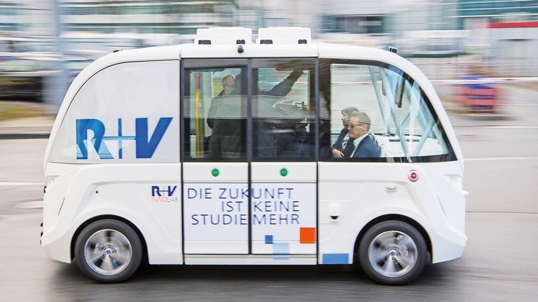 Es geht voran: Für ländliche Regionen sind solche Fahrzeuge ideal. Sie verkehren ohne festen Takt, fast wie ein Taxi.