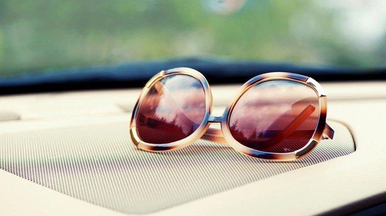 Zum Dahinschmelzen? Wie hohe Temperaturen hält eigentlich der Plastikrahmen einer Sonnenbrille aus? In diesem Artikel erfahren Sie es!