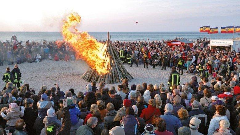 Großes Event: Das Osterfeuer in Warnemünde. Foto: ostsee.de Info