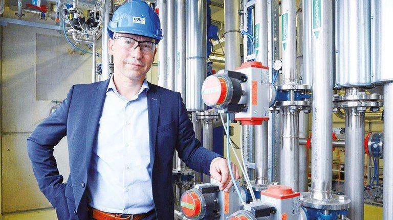 Jung und ambitioniert: Lars Böttcher hat nach 13 Jahren Arbeit im Chemiewerk Bad Köstritz im April 2017 die Geschäftsführung der Traditionsfirma übernommen.