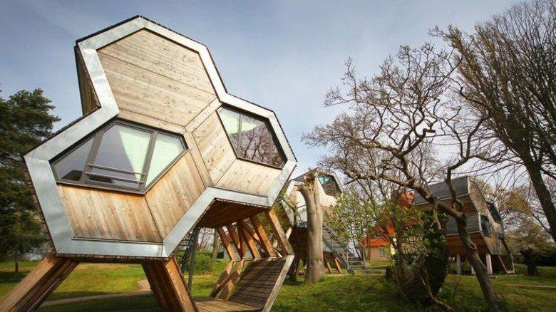 Ungewöhnliches Design: Die Appartements der Jugendherberge in Hohenkirchen an der Ostsee. Foto: DJH