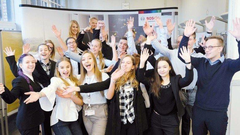 Am Ende erschöpft, aber happy: Die 16 Jugendlichen von der Robert-Bosch-Gesamtschule. Foto: Gossmann