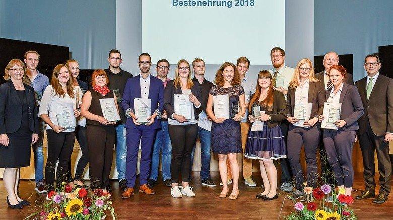 Top-Nachwuchs: Bei der jüngsten Ehrung der besten Azubis durch die IHK Lübeck wurden auch mehrere Absolventen aus  der Metall- und Elektro-Industrie ausgezeichnet. Foto: Kollmeier