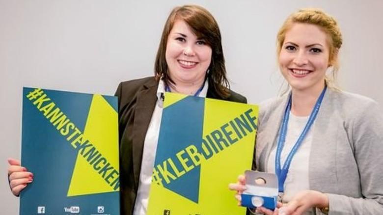 Lächelnde Sieger: Svenja Kirsch (links) und Sarah Weiterer aus Hamburg. Foto: HPV/Kassner