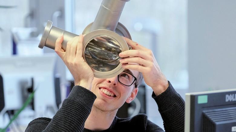 Stolzer Produktdesigner: Victor Drews hat vor Kurzem die Ausbildung bei der Firma Kelvion abgeschlossen.