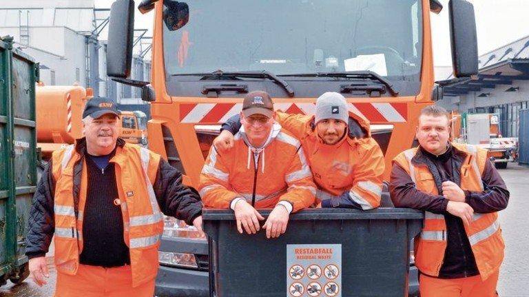 Eingespieltes Team: Fahrer Robert Lenz, die Lader Robert Starmanns, Yunis Laamimach und Marco Lorsbächer (von links). Foto: Scheffler