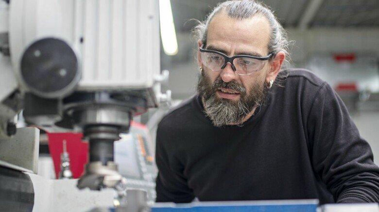 Draufgesattelt: Jens Turkiewicz schult zum Zerspanungsmechaniker um. Er will so seine beruflichen Chancen verbessern.