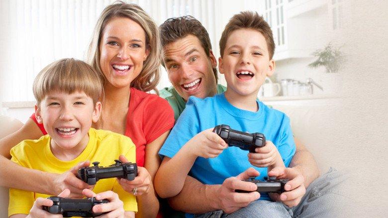 Gemeinsam spielen: Das gibt Eltern Kontrollmöglichkeiten und macht sogar Spaß.