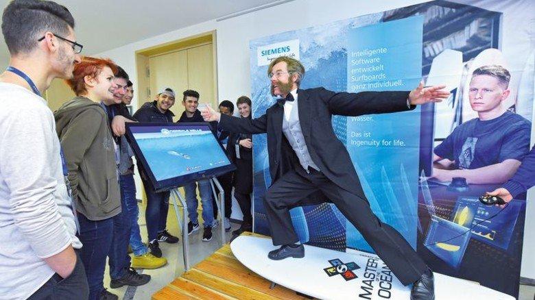 Flotter Gründer: Bei Siemens wurden die Gäste von einem Schauspieler begrüßt, der als Werner von Siemens verkleidet war. Foto: Augustin