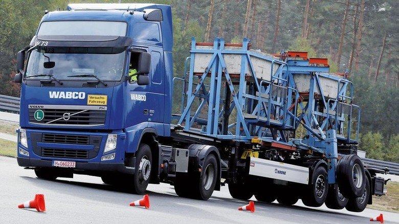 Spur halten: Assistenzsysteme erhöhen die Sicherheit. Foto: Arp