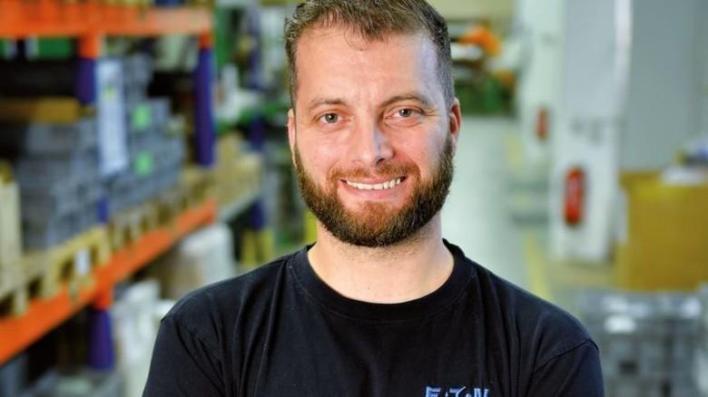 Jens Steppat ist Teamleiter und Betriebsrats-Chef bei Eaton Industries in Nordenham. Foto: Augustin