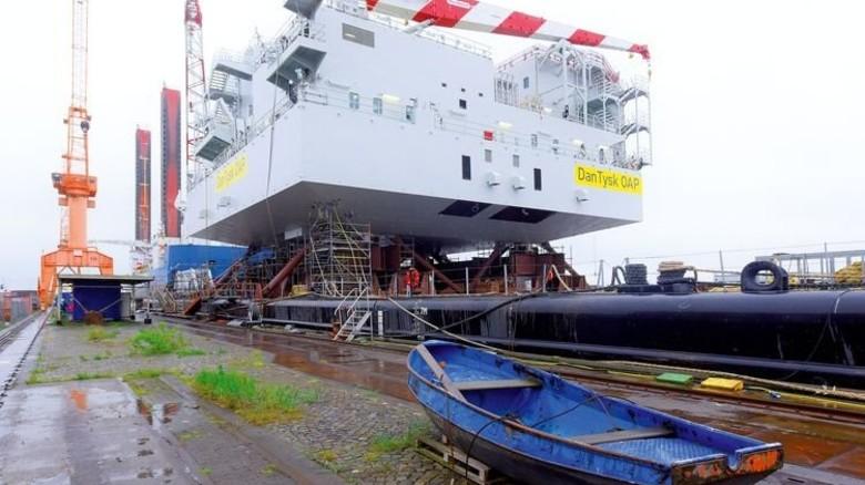 Bei der Emder Werft EWD bekam die Plattform ihre finale Ausrüstung. Foto: Augustin