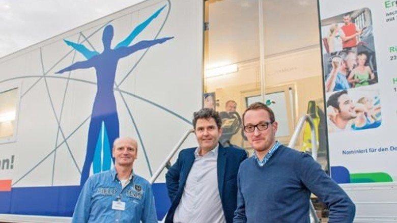 Vor dem Truck: Martin Resing, Christoph Jolk und Manuel  Terhürne (von links). Foto: Straßmeier