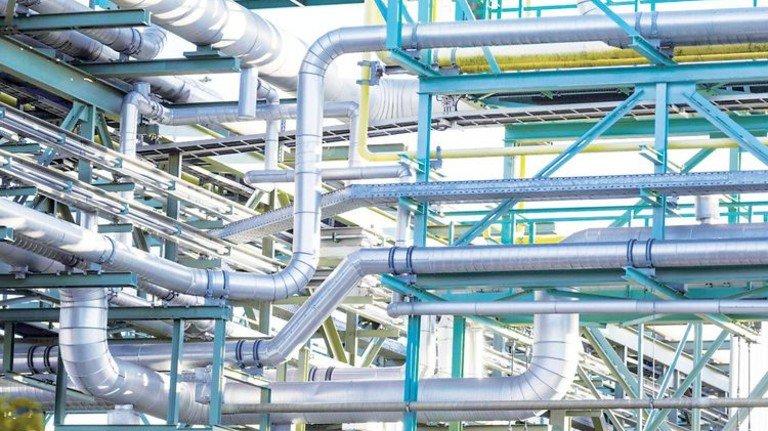 Rohrgewirr: Produkt-Pipelines vernetzen die Akteure im Chlorverbund. Foto: Werk