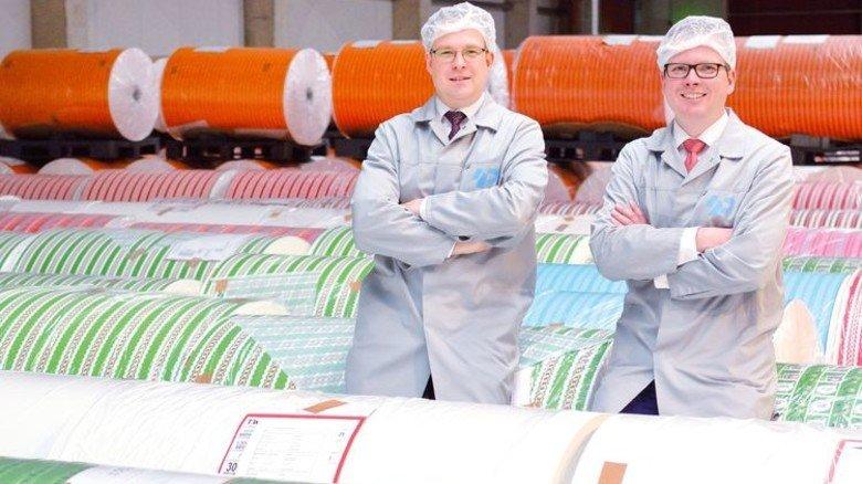 Blick ins Zwischenlager: Peter (links) und Christoph Penke-Wevelhoff. Foto: Scheffler