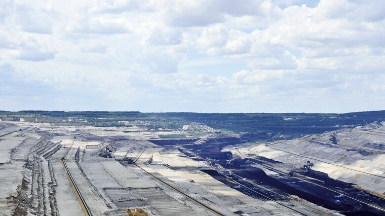 Der Tagebau bei Hambach: Noch holen Bagger Braunkohle aus dem Boden. Nach dem Ende des Abbaus könnte hier ein gewaltiger Stromspeicher entstehen.