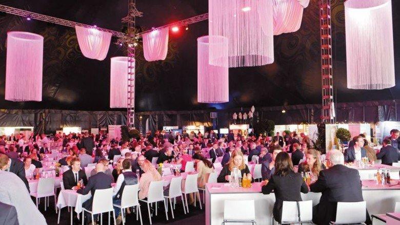 Besondere Atmosphäre: Das Symposium bietet Zelten im noblen Rahmen. Foto: Roth