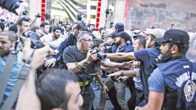 Proteste in der Türkei: Ein Meeting des Vertriebs erschien dort zu gefährlich. Foto: dpa