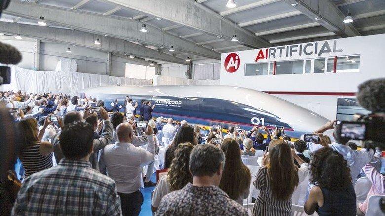 Präsentation: So könnten die Hyperloop-Kapseln in voller Größe aussehen. Foto: Picture Alliance