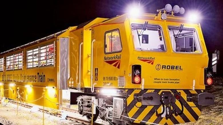 Auch nachts in Aktion: Mobile Instandsetzungseinheit. Foto: Werk