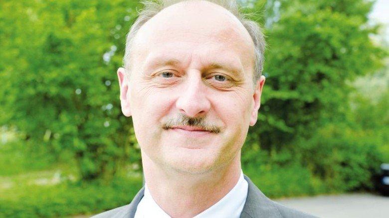 """""""Wer sich intensiv mit einem Thema befasst, bleibt beim Buch."""" Ernst Zoller, kaufmännischer Leiter. Foto: Scheffler"""