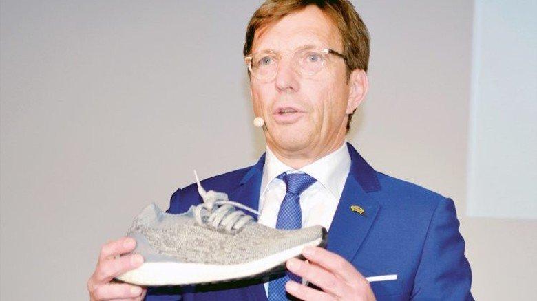 """Wolf Matthias Mang: """"Wir können einen Schuh heute schon ganz individuell so herstellen, wie Sie ihn wollen, aber das geht nur dank der Digitalisierung."""" Foto: Scheffler"""