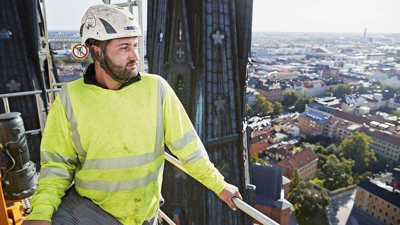 Uppsala, Schweden: Thomas Otin baute dort kürzlich mit einigen Kollegen einen Kran für die Sanierung eines Kirchturms auf. Er ist die Hälfte seiner Arbeitszeit in der Welt unterwegs.
